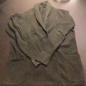 Black lululemon sweater with snaps
